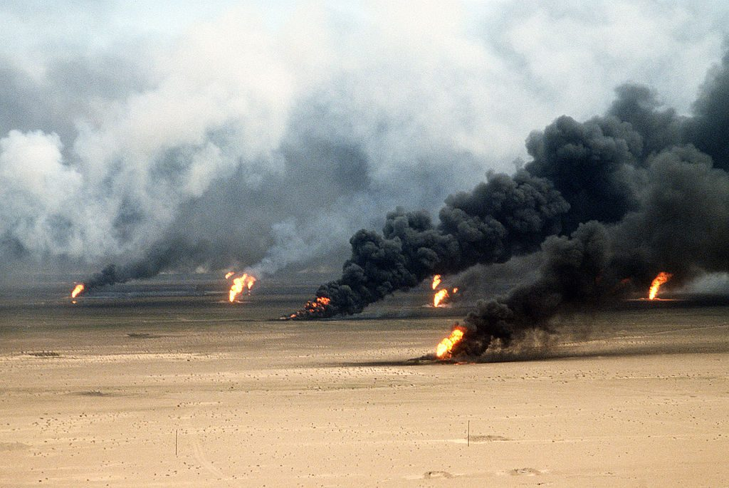 Oil well fires rage outside Kuwait City in the aftermath of Operation Desert Storm Photo: Tech. Sgt. David McLeod