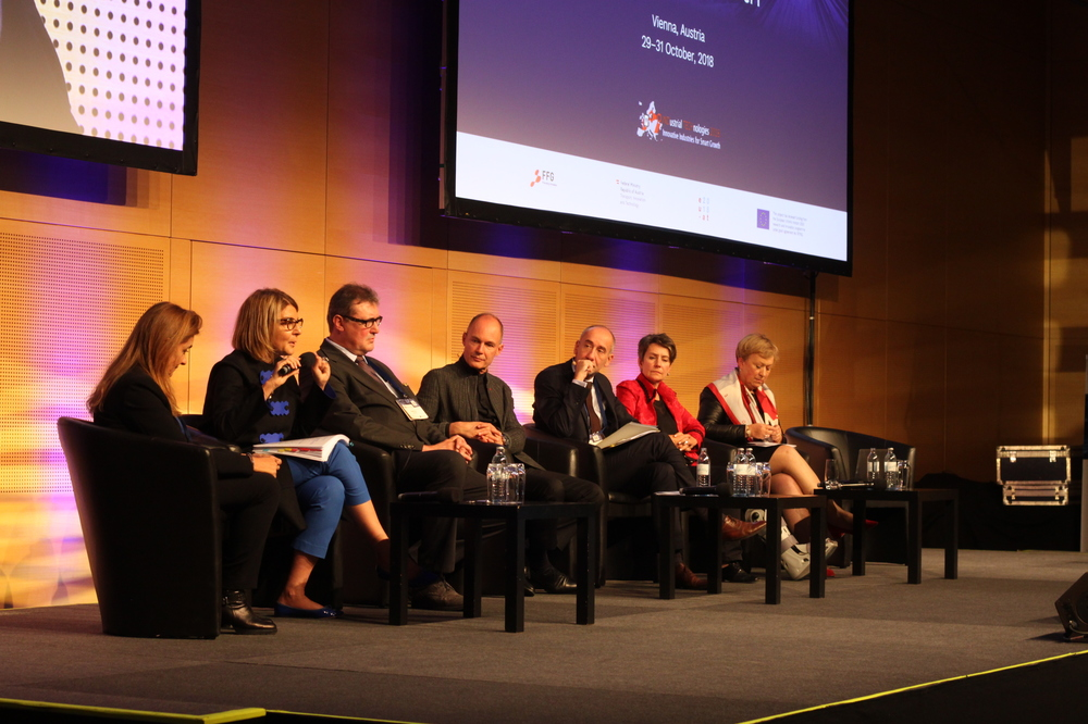 Panel discussion on Key Enabling Technologies Photo: Catherine O'Toole